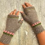 Tulip Fingerless Crochet Mittens FREE