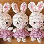 Little Bunnies Wearing Dresses Free Crochet Pattern + Tutorial